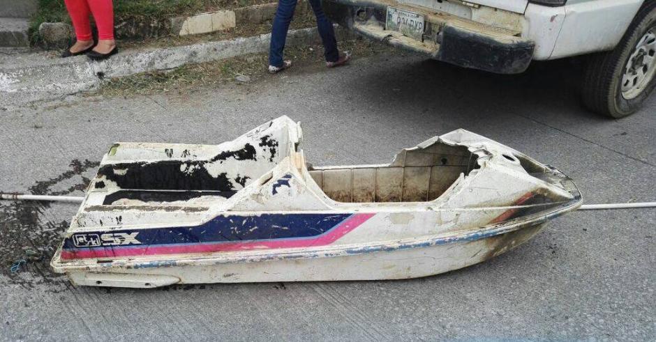 Una moto acuática fue sacada de un drenaje en Villa Nueva. (Foto: Municipalidad de Villa Nueva)