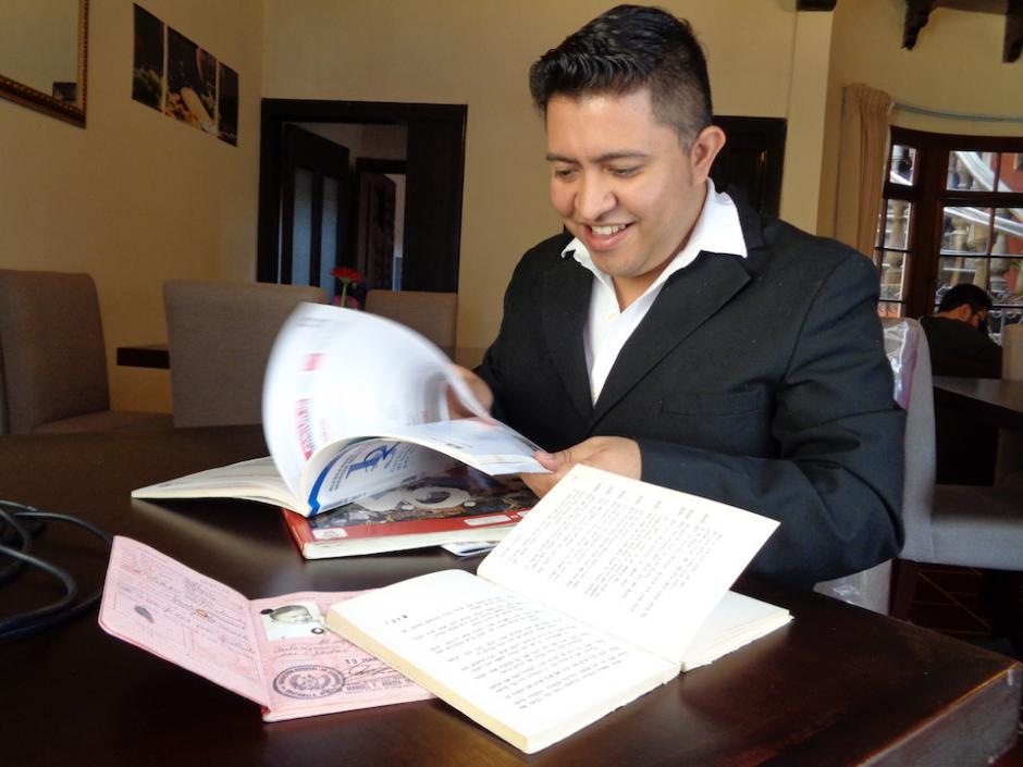 Eddy Vanegas domina nueve idiomas, actualmente estudia hindi y árabe. (Foto: Wendy del Cid/Soy502)