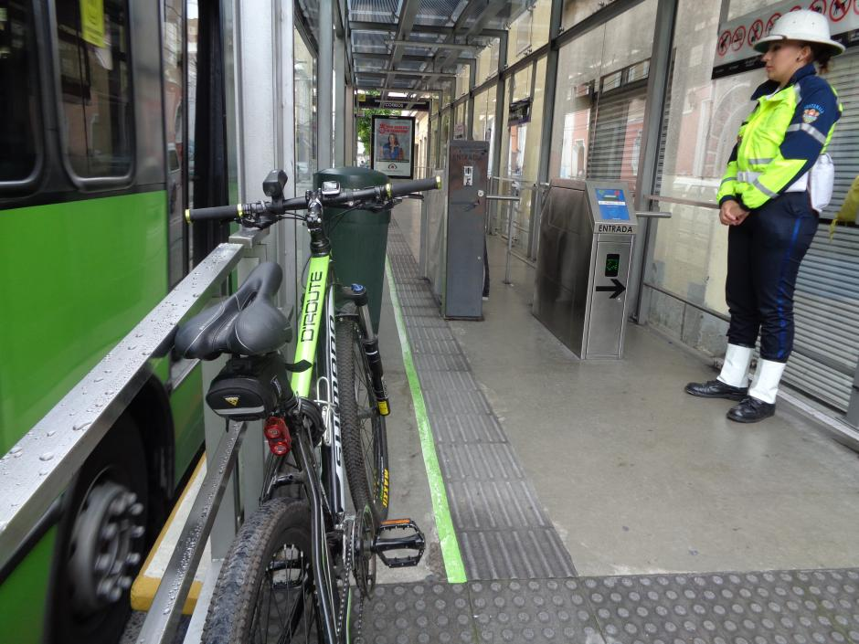 Soy502 realizó el primer recorrido en bicicleta dentro de las unidades del Bicimetro. (Foto: Gustavo Méndez/Soy502)