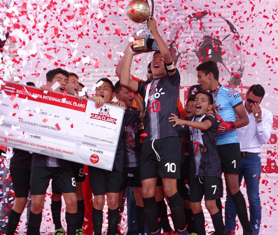 El Club Menedy, en la categoría de 11 y 12 años, se consagró campeón este año. (Foto: cortesía Darianelly Aquino)