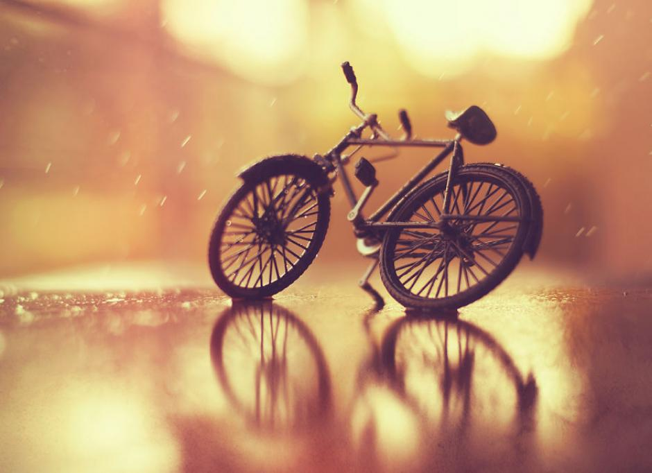 Una invitación para andar en bicicleta bajo la lluvia. (Foto: Ashraful Arefin)