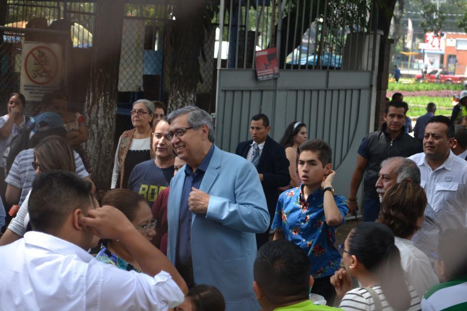 Jafeth Cabrera, candidato a la Vicepresidencia de FCN, votó en el Club Los Arcos. (Foto: Adriana Aycinena/Soy502)