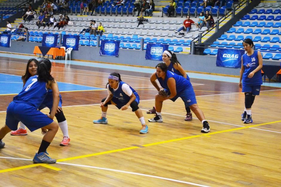Grupo de jugadoras donde la experiencia y la juventud se complementan. (Foto:Pablo Cuevas)