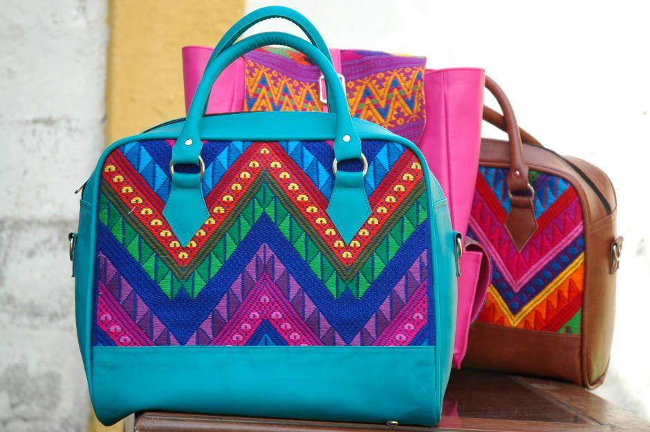 El 14 de febrero y la navidad son las fechas de mayor demanda de los productos de KM Bolsas.(Foto: Fredy Hernández/Soy502)