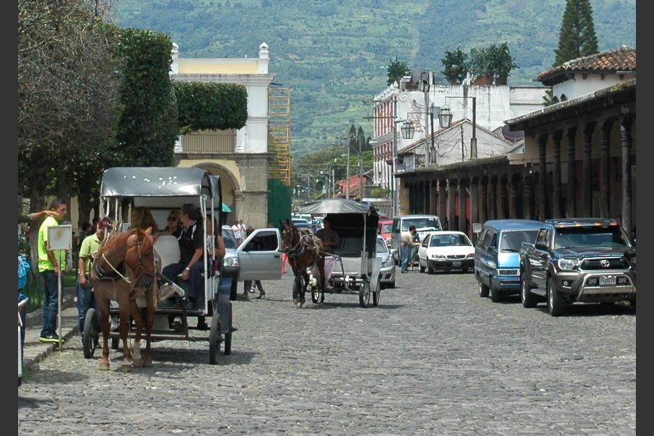 Los carruajes halados por caballos reaparecieron en Antigua entre 1996 y 2004. (Foto: Fredy Hernández/Soy502)