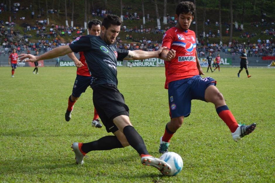 Ambos equipos terminaron el partido con 10 hombres. (Foto: Nuestro Diario)