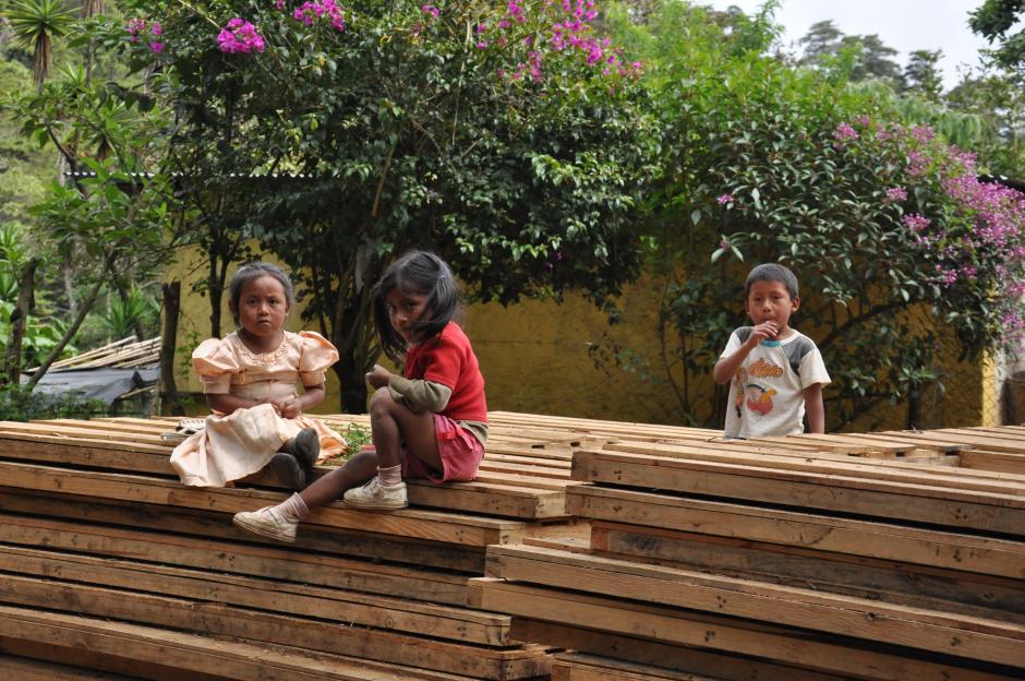 Las familias también colaboran en la construcción de las viviendas. (Foto: Techo)