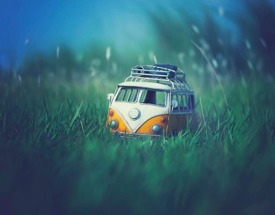 Arefin utiliza miniaturas de carros para recrear escenas de su infancia. (Foto: Ashraful Arefin)