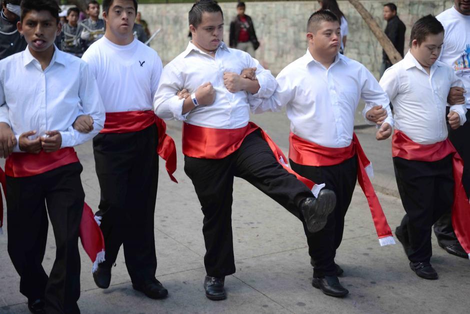 La caminata también tenía como objetivo concientizar a los y las guatemaltecas sobre los derechos de las personas con este síndrome. (Foto: Jésus Alfonso/Soy502)