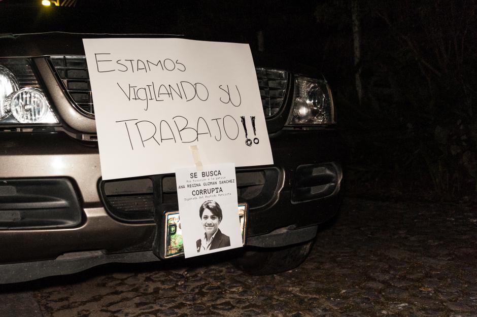 Los manifestantes llegaron para dar un mensaje bastante claro a los diputados del Partido Patriota. (Foto: Colectivo Jóvenes de Guatemala)