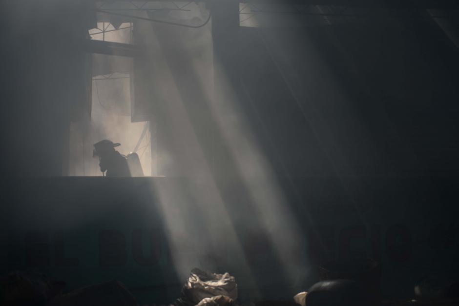 Una ardua faena en la que participaron decenas de bomberos. (Foto: Jesús Alfonso/Soy502)