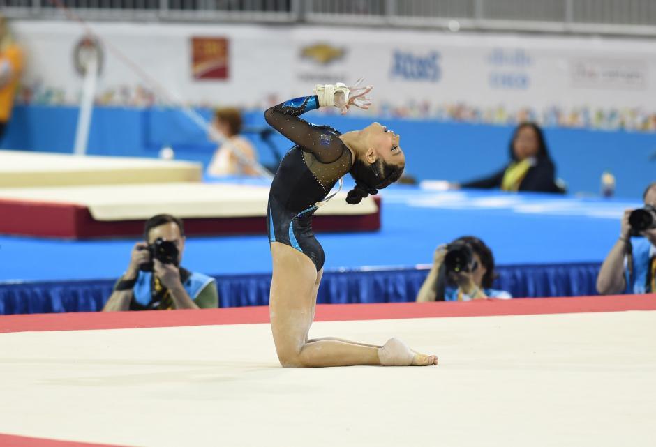 La gimnasta guatemalteca Ana Sofía Gómez tuvo una presentación hermosa en piso, pero ya no pudo remontar posiciones, tras la caída que sufrió en barras. (Foto: Álvaro Yool/Soy502)