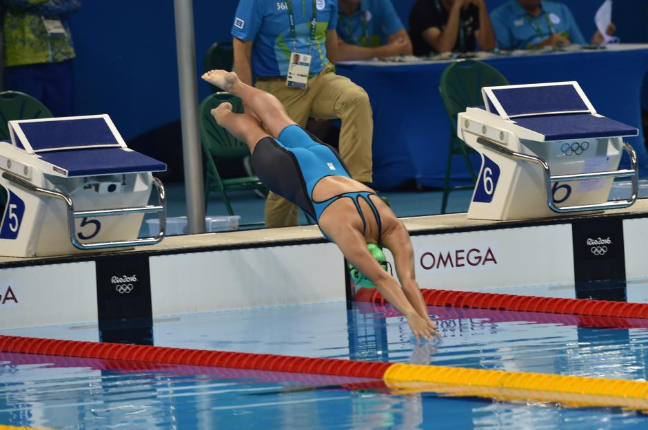 Así se lanzó al agua la atleta más joven de la delegación guatemalteca en Río de Janeiro. (Foto: Sergio Muñoz/Enviado de ACD)