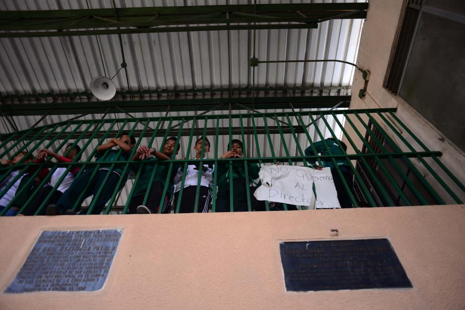 Estudiantes exijen la destitución del director del Instituto. (Foto: Jesús Alfonso/Soy502)