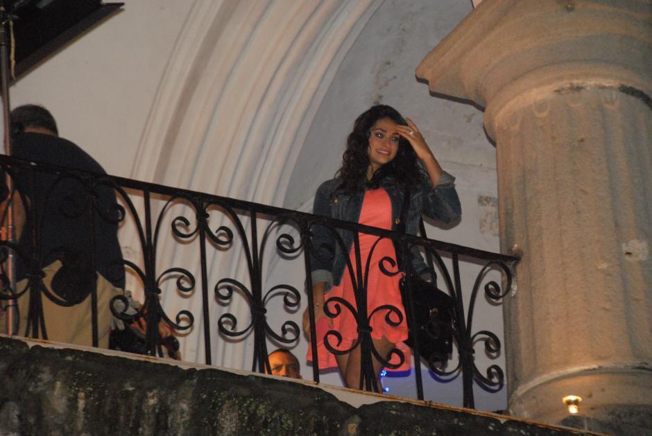 La actriz Renata Notni hizo su aparición desde el balcón del Palacio del Ayuntamiento.(Foto: Pablo Solís/Nuestro Diario)