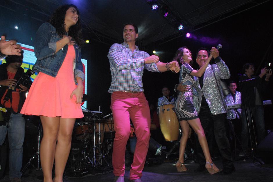 Los actores mexicanos bailaron al ritmo de la música de Fidel Funes en el Parque Central de Antigua Guatemala (Foto:Pablo Solís/Nuestro Diario)