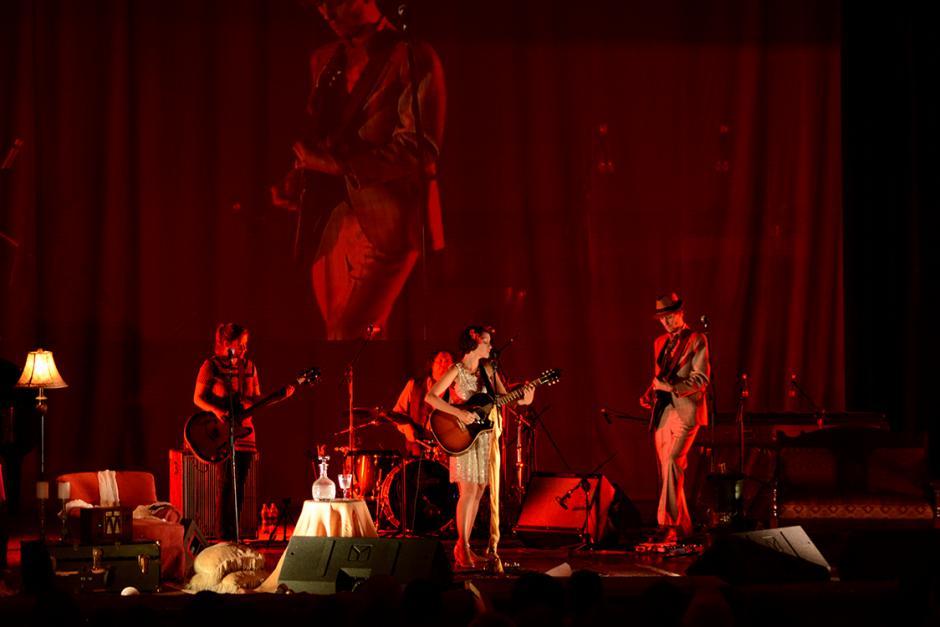 Los músicos de Gaby la acompañaron perfectamente. (Foto: Ximena Díaz/Soy502).