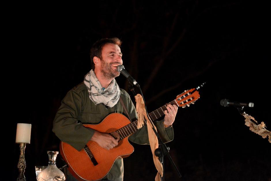 Kevin Johansen fue uno de los invitados especiales de Gaby Moreno, en una noche inolvidable.(Foto: Ximena Díaz/Soy502)