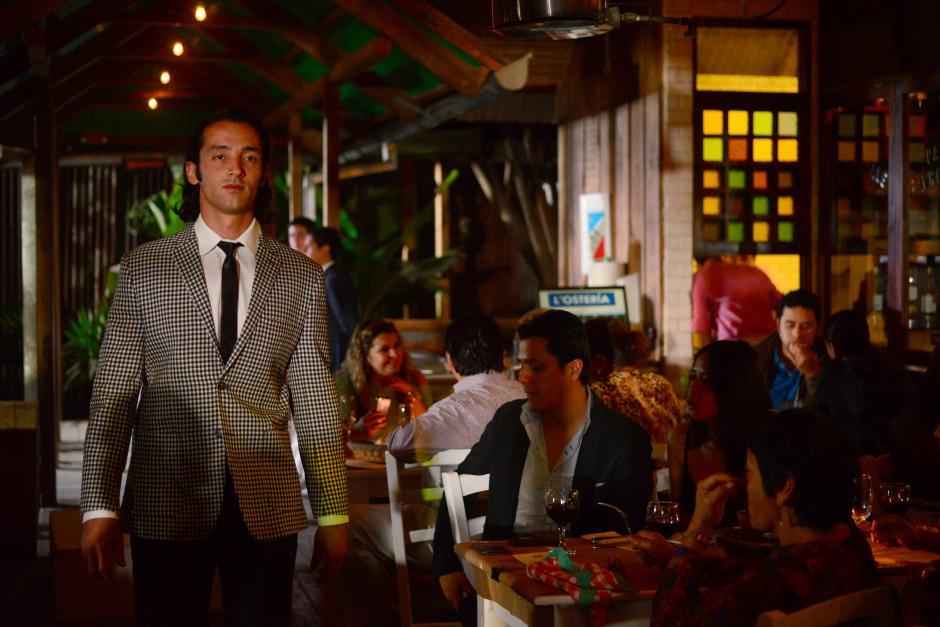 El público pudo apreciar combinaciones de traje formal con piezas casuales.(Foto: Jesús Alfonso/Soy502)