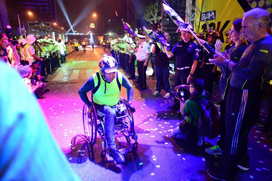 Las personas con discapacidad también fueron parte de la fiesta deportiva de la carrera 10K de la Ciudad de Guatemala. (Foto: Jesús Alfonso/Soy502)