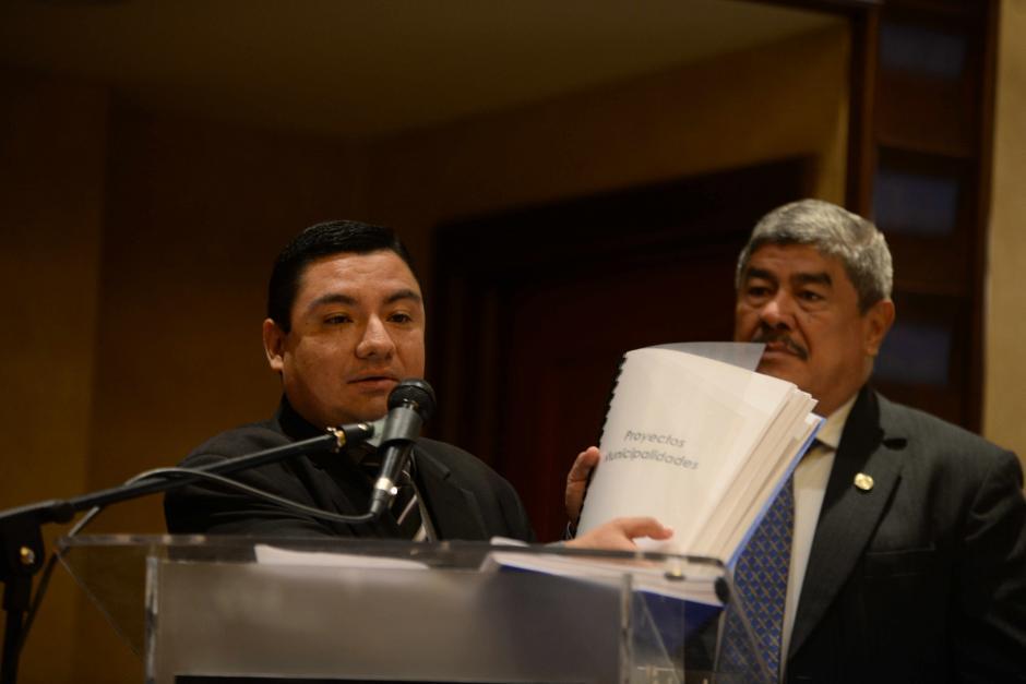 El informe se le entregó al contralor de cuentas Carlos Mencos. (Foto: Wilder López/Soy502)