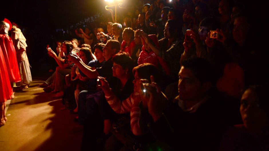 El público estaba conformado por padres de familia e invitados especiales como el Arzobispo de Guatemala. (Foto: Jesús Alfonso/Soy502)