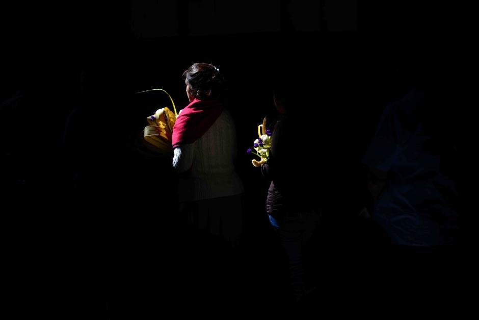 Los ramos se hacen con palma, flores y corozo. Algunos llevan también alguna figura sacra. Pasado un año, los ramos se queman y su ceniza es la que se aplica en la frente de los fieles al inicio de la Cuaresma. (Foto: Jesús Alfonso/Soy502)