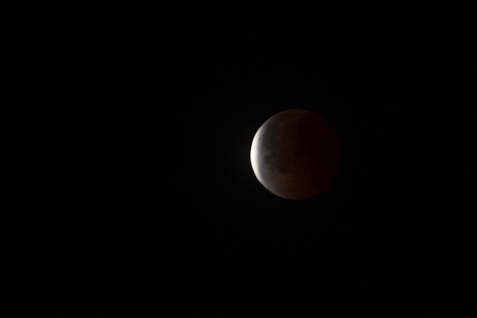 Nuevamente la Luna parece despejarse. (Foto: Jesús Alfonso/Soy502).