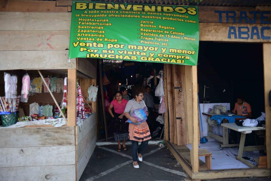 Una buena parte de los locales se reconstruyeron en madera y ahora los vendedores esperan que regresen los compradores a esa central de abasto. (Foto: Jesús Alfonso/Soy502)