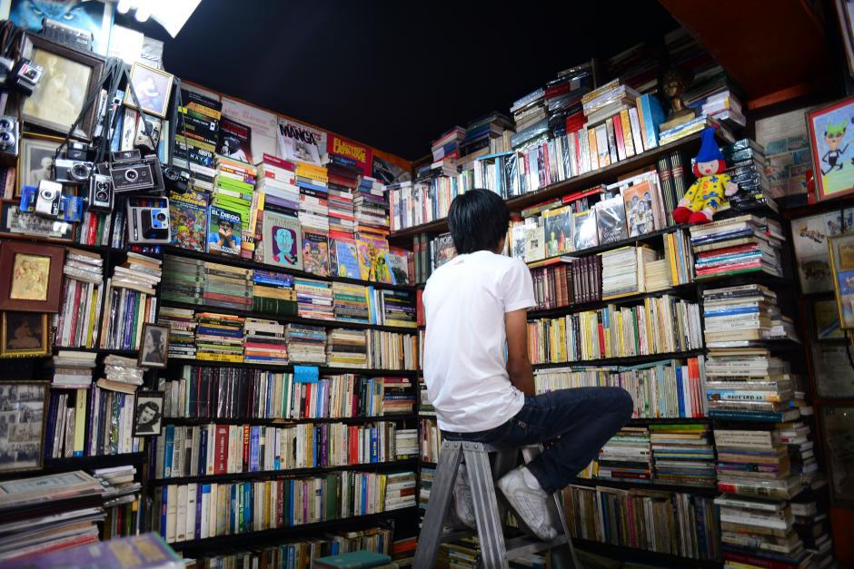 """En la ciudad existen alrededor de 25 librerías que se dedican a la compra-venta de libros usados. La librería """"El Búho"""", posee un catálogo con más de 12 mil unidades. (Foto: Jesús Alfonso/Soy502)"""