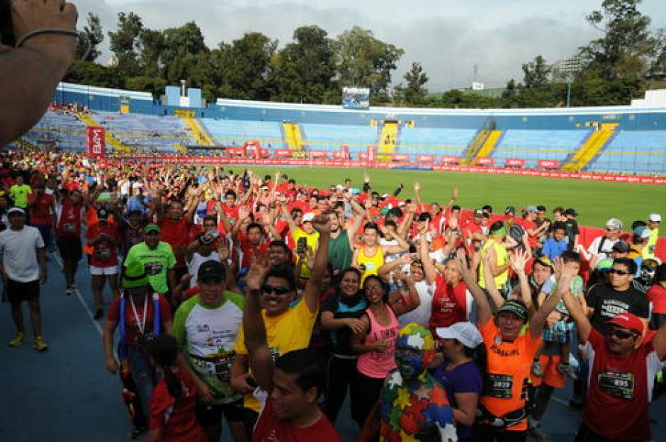 La pista del estadio Doroteo Guamuch es otra opción para los amantes de atletismo. (Foto: Twitter)