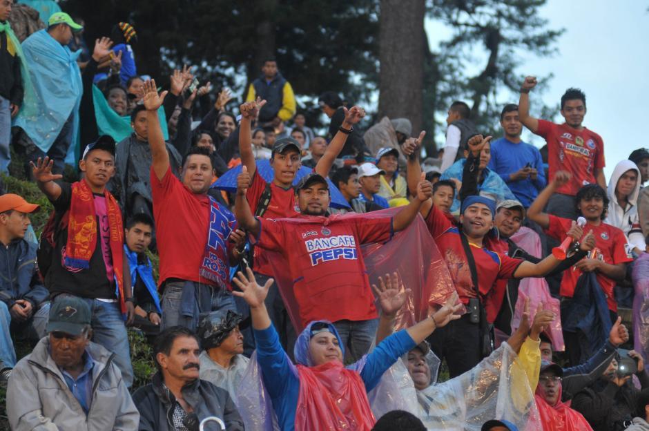 Los seguidores escarlatas también dijeron presente en el José Ángel Rossi y vivieron su fiesta.(Foto: Byron de La Cruz/Nuestro Diario)