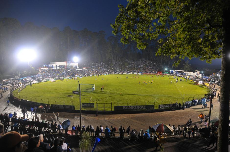Capacidad para unos 15 mil espectadores tiene el José Ángel Rossi, que fue inaugurado en 1936.En la primera vuelta recibieon seis partidos, entre ellos a Xela, Rojos y Cremas.(Foto: Byron de la Cruz/Nuestro Diario)