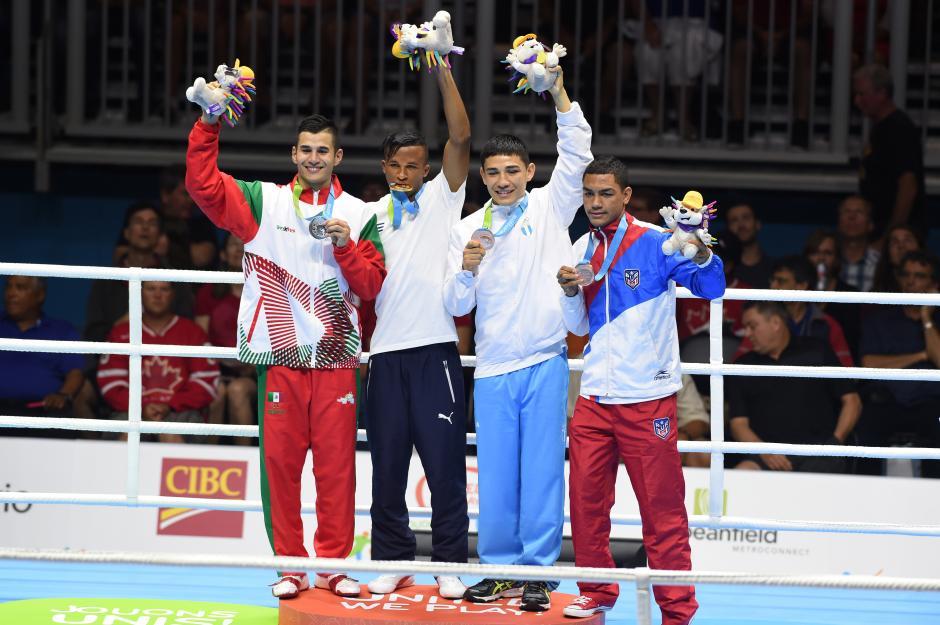 El boxeador guatemalteco Kevin Luna subió al podio con la medalla de bronce, la tercera en estos Juegos, y la novena (contando los seis oros).(Foto: Alvaro Yool/Nuestro Diario)