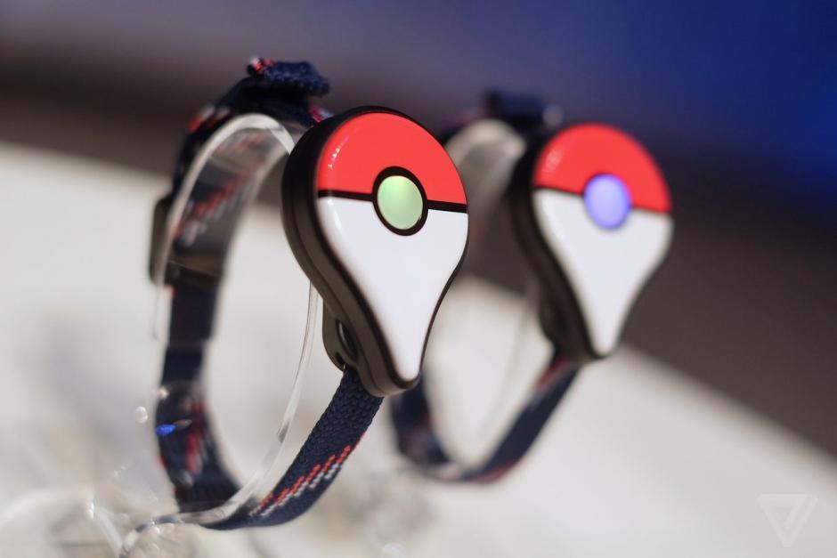 El Pokémon Go Plus es la sensación para los seguidores de Pokémon Go. (Foto: Twitter)