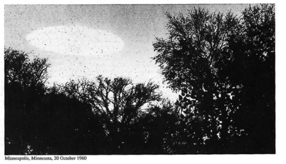 Los documentos muestran fotografías de las mediciones y análisis que hacían de los objetos voladores. (Foto: CIA)