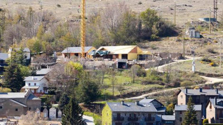 La  casa de los Piqué se ubica en Bolvir, una pequeña población del Pirineo catalán de tan sólo 300 habitantes. (Foto: Twitter)