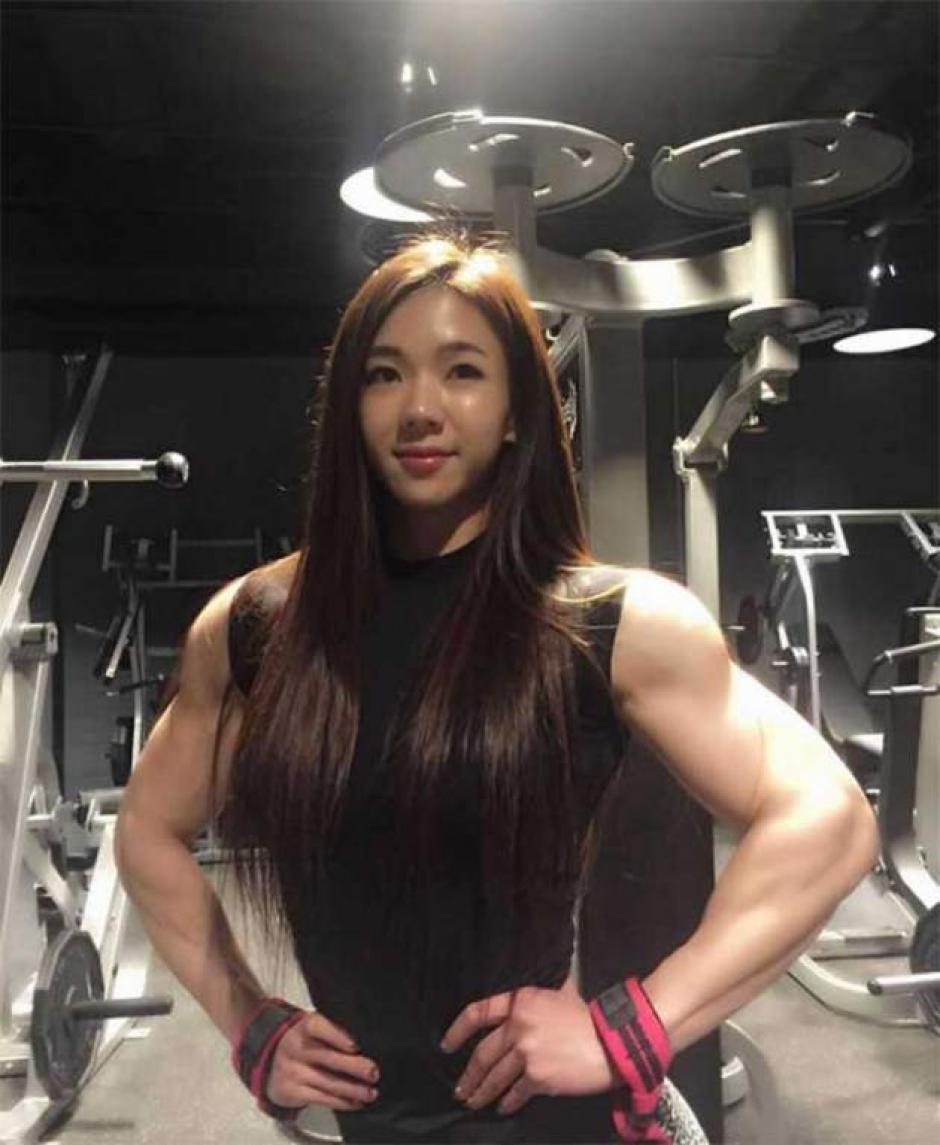 En las fotografías se aprecia a la dama que ha obtenido un tonificado cuerpo a base de ejercicio. (Foto: www.elheraldo.hn)