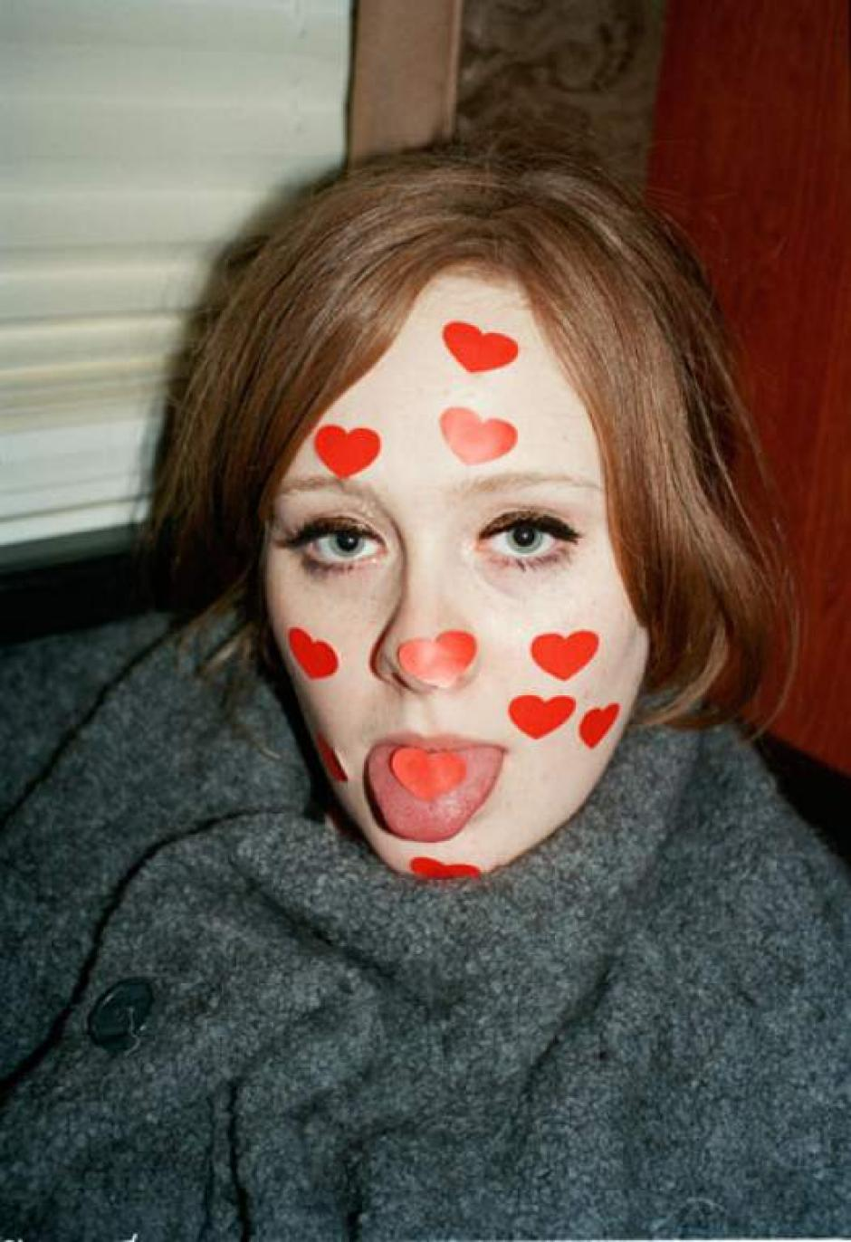 Adele se muestra relajada y feliz. (Foto: alexsturrock)