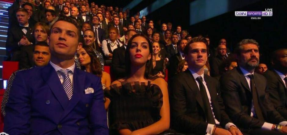 CR7 y su novia se robaron las miradas en la gala del premio The Best. (Foto: Twitter)