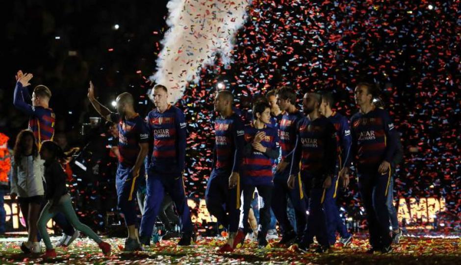La plantilla del Barcelona fue ovacionada por los fans catalanes. (Foto: EFE)