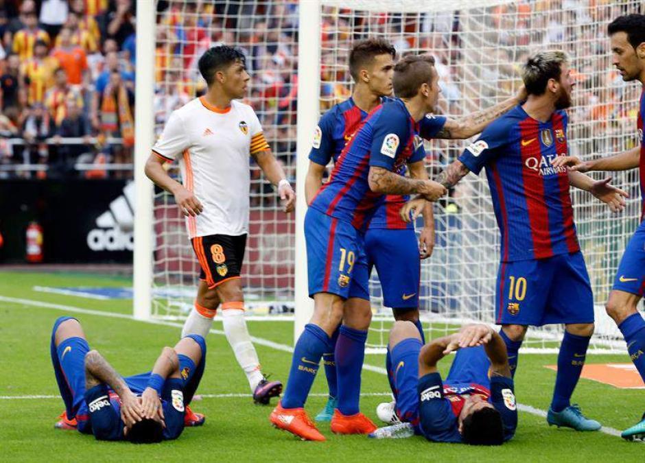 Messi reaccionó contra el público en el estadio Mestalla. (Foto: Twitter)