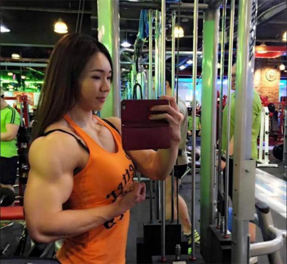 Los brazos de la joven asiática han llamado la atención entre los internautas. (Foto: www.elheraldo.hn)