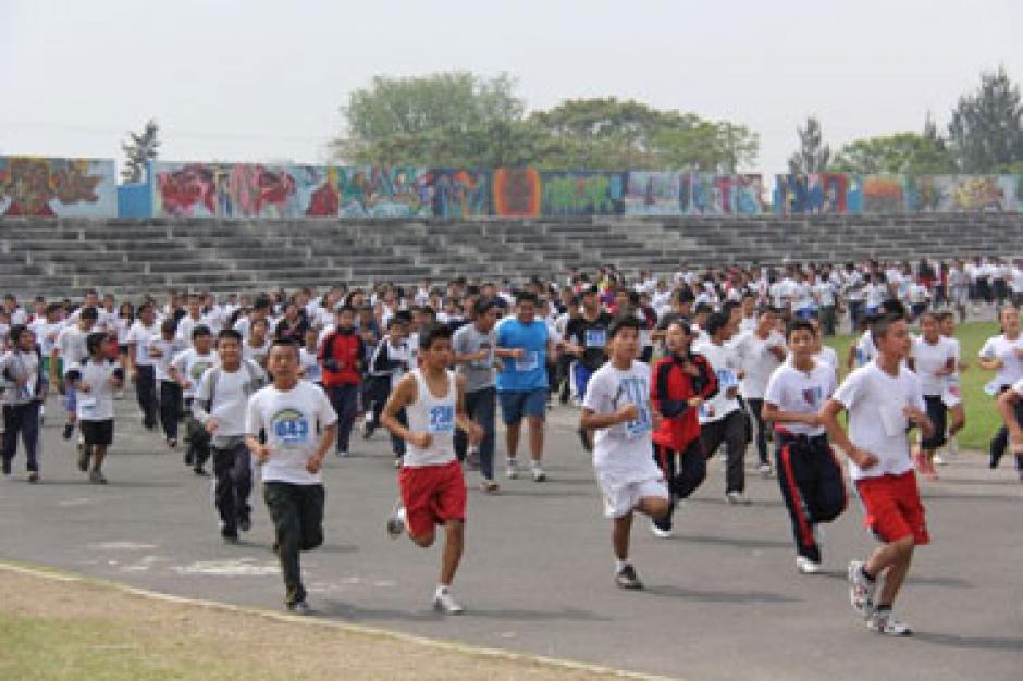 La pista del estadio en el parque Érick Barrondo ofrece otra alternativa para quienes quieran correr sobre asfalto. (Foto: Twitter)
