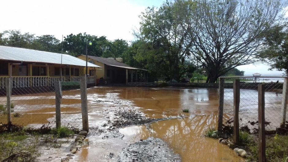 El agua aumentó su caudal entre 20 y 50 centímetros. (Foto: Conred)