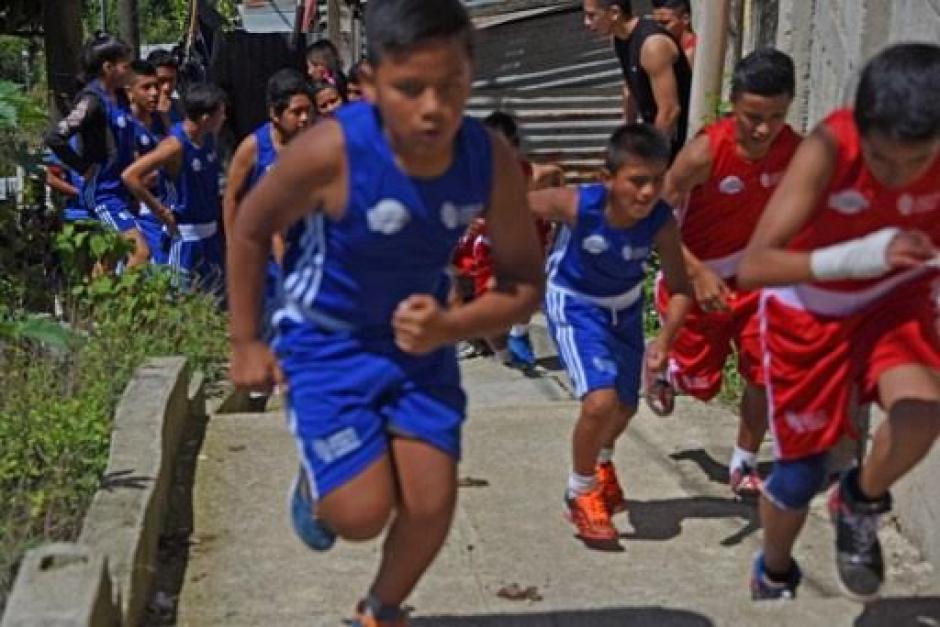Niños y jóvenes cambia su vida por medio del deporte en la zona 18. (Foto: AFP)