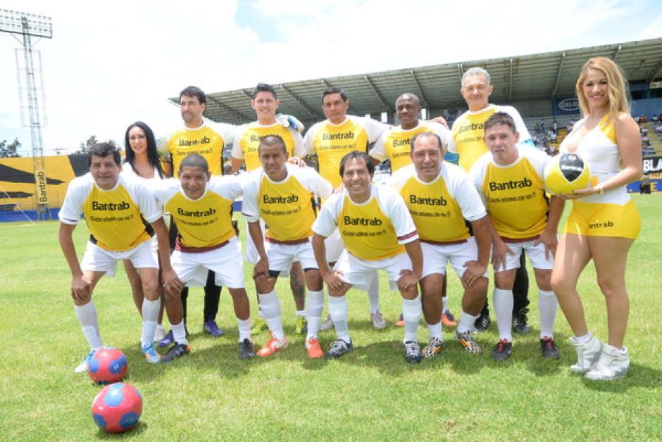 """El equipo """"Los Amigos del Fútbol"""". En el once figuraron varios exjugadores de la Liga Nacional, como Ricardo Jerez, Claudio Rojas, Néstor Martínez, entre otros.(Foto: Sergio Muñoz/Nuestro Diario)"""