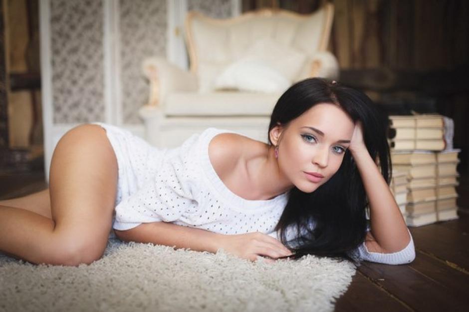 Angelina Petrova no se guarda nada y posa con poca ropa por su club.