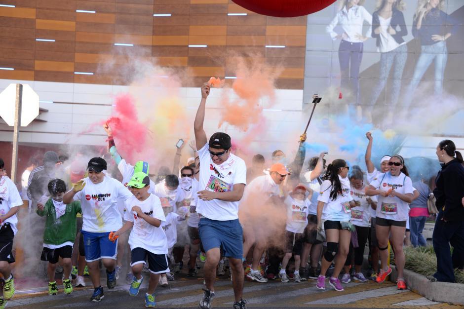 Los corredores llegaron llenos de energía. (Johan Ordoñez)