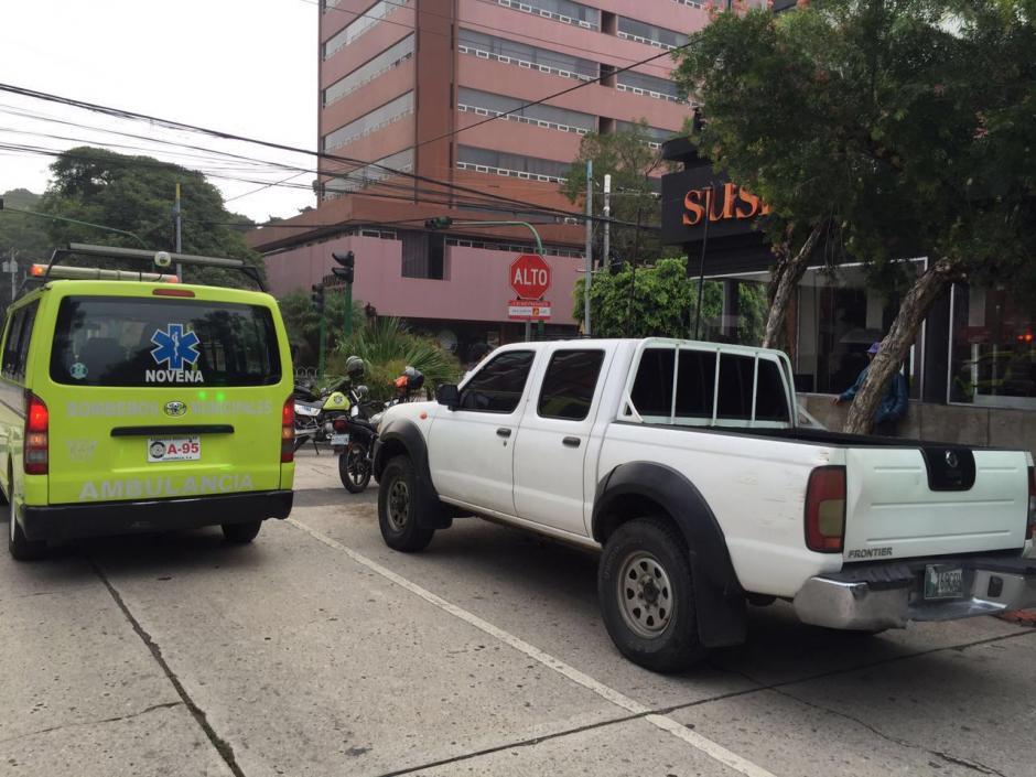 El conductor se pasó un alto y atropelló a un motorista.  (Foto: Amilcar Montejo)